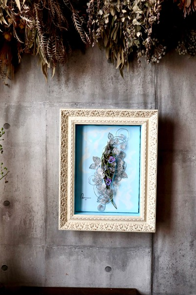 新しいスタイルの贈り物 花×金属×絵画