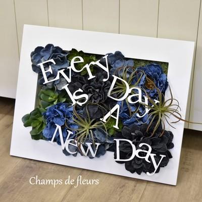 とにかく新しい毎日なんだ! デニムと多肉植物にアイアンオーナメントをプラスしたフレームアート☆
