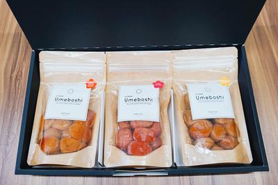 定番のすっぱいものからはちみつ漬けのものまで、梅干し食べ比べ3種のギフトセット