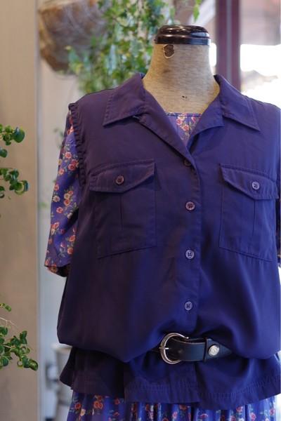 ノースリーブシャツで、大人スタイル。