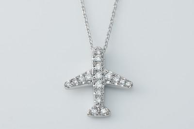スタイリッシュな飛行機ネックレス「ナイトフライト」 ダイヤモンドK18WG