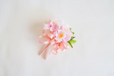 ジャケットの胸元を綺麗に彩る春の花『さくらコサージュ』