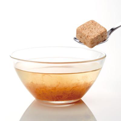 角砂糖を溶かすように、ゆったりとした和食のひとときを楽しむ「まるごとキューブだし(R)」