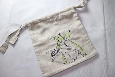 kilkiの優しい素材の巾着袋(リネン)。刺繍の動物がいい感じです。