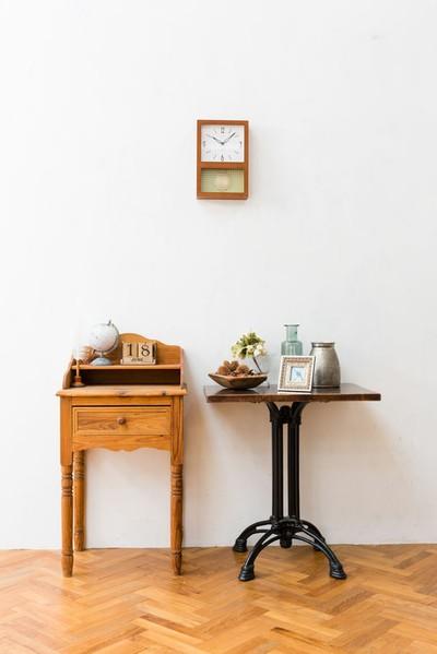 クラシックモダンなデザインの振り子時計