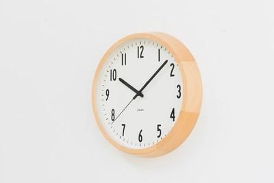 ギフトにも最適なシンプルな掛け時計