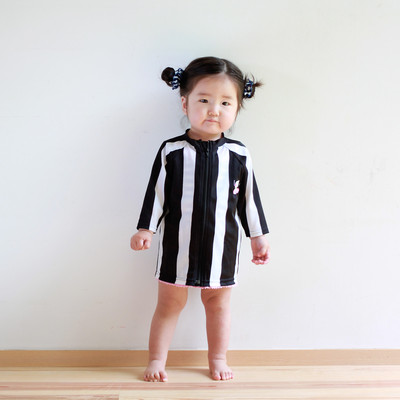 よちよち時期の赤ちゃんが ワンピースみたいに着るのが最高にキュート!キッズラッシュガード。