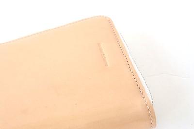 汚れにくいのに、経年変化を楽しめる!魅惑の艶感ラウンドジップ長財布
