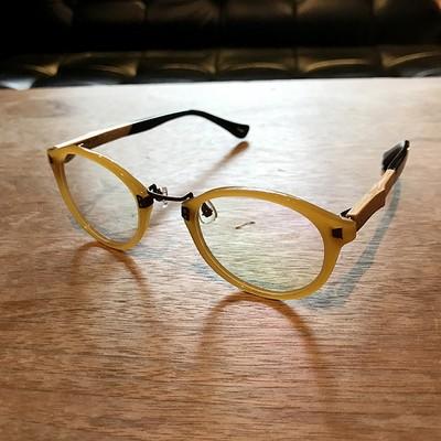 父の日に贈りたい。大人の男性にぴったりな眼鏡のご紹介。