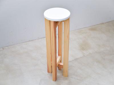 キッチンや洗面所での立ち作業に♪狭くても邪魔にならないちょい座りスツール