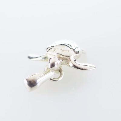 ウミガメのネックレスのご紹介です。*海の生き物アクセサリー、コーラルシー です。