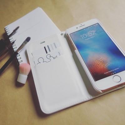 真っ白なiPhoneケースが登場!お好きな写真、入れれます!