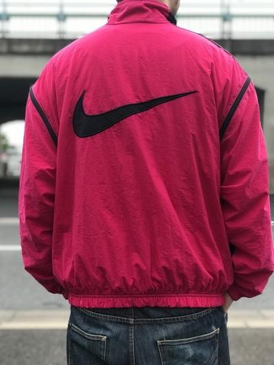 90'sストリートファッションといえば,NIKEのナイロンジャケット