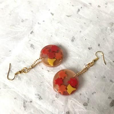 ぷるんとツヤツヤ!赤から黄色のグラデーションが美しい紅葉の和菓子ピアス🍁