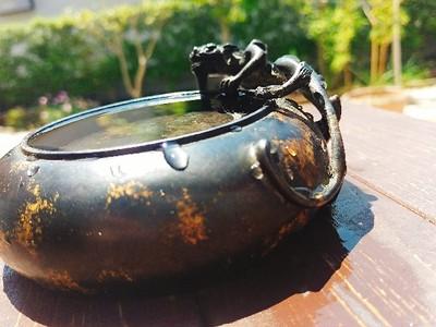 皇帝の命を受け作られた、官窯品の銅器水盤をご紹介します