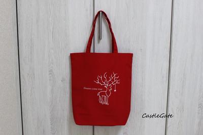 今年注目の赤。ちょっとない、鮮やかな赤。トナカイ柄がアート!な、トートバッグ。