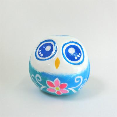 可愛いフクロウの置物に願いを込めてラッキーモチーフをデザインを