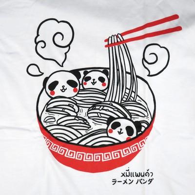 ラーメンに入った親子三匹のパンダが可愛いラーメンパンダTシャツ