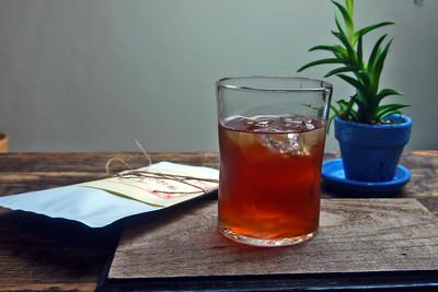 美しい深いレッドのお茶「薔薇の実のお茶」
