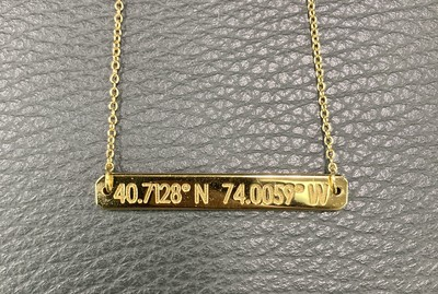 「緯度経度」が刻まれたプレミアムライフスタイルジュエリー