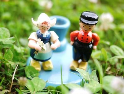 かわいい音色と表情に癒されて。旧東ドイツ、エルツ地方の木工民芸品の人形たちです。