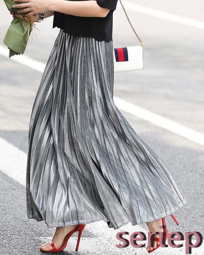 暗くなりがちな冬のコーデも華やかにさせる!!1枚あるだけでありがたい攻めカラースカート