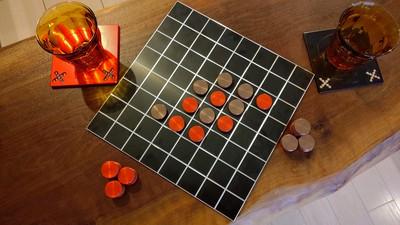 アルミ製のカラフルなオセロゲーム「アルセロ」を販売いたします。