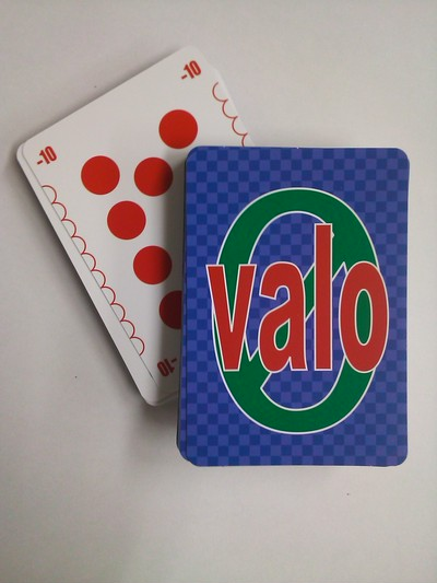 プラスとマイナスの計算が楽しく遊べるカードゲームvalo