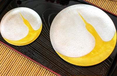 【敬老の日】金箔で描かれた鶴が鮮やかな、錫のお皿セットをプレゼントしてみませんか?