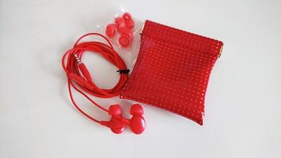 赤のかわいいイヤホンは、赤のおしゃれなケースに収納しましょ♪