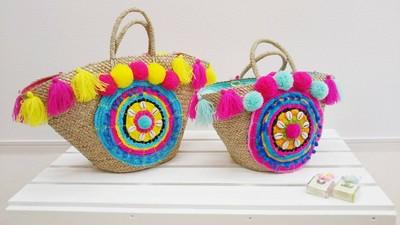 貝殻が散りばめられた真ん丸なお花がインパクト♡明るいバッグがお好きな方必見です^^