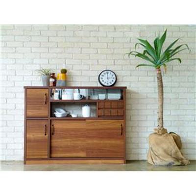 キッチンの収納に。木の温かみ感じるスリムカウンター