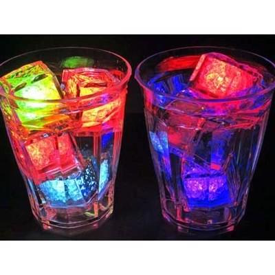 水に入れると光り出す⁈不思議な透明キューブ‼(^O^)