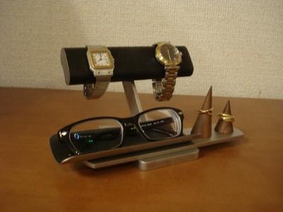 腕時計と眼鏡と指輪、それにピアスやイヤリングまでも飾れちゃう!!