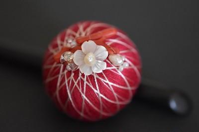 伝統的な手まりの手法とビーズ刺繍の美しさを融合した「neo手まり」をご存知ですか?