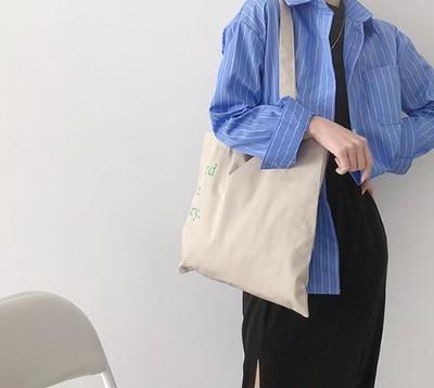 ord in ary. プリントトートバッグ どんな洋服にも合わせやすい、シンプルなデザインです◎