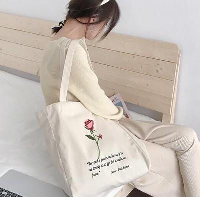 バラの刺繍が程よいアクセントを効かせているトートバッグの入荷案内!!