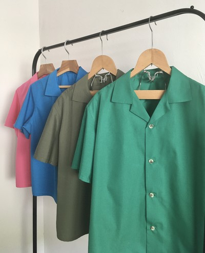 「おうち時間」が楽しくなるビビッドカラーシャツを着よう