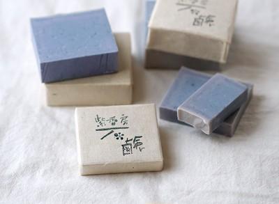お肌のトラブル予防に!無添加生薬入り石鹸で洗うだけ。