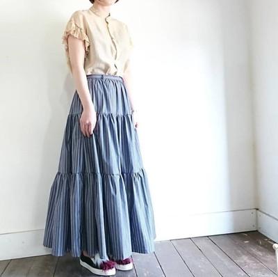すっきりとしたトップスと合わせたい、ボリュームたっぷりのティアードスカート