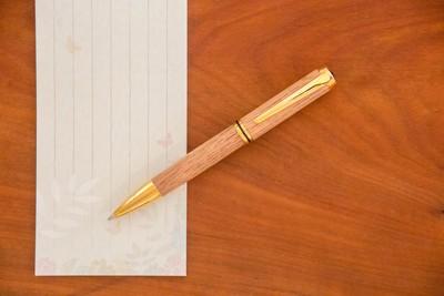【春の卒業、入学、歓送迎会シーズンに】木製ボールペンの贈り物を