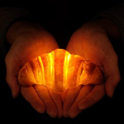 おうちでクリスマスを演出する【本物のパンからできた美味しい明かり】クロワッサンBread Lamp