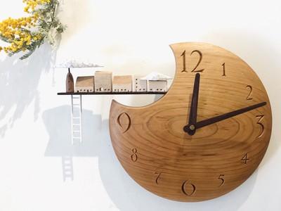 やさしく時を刻む、すがのたかねさんの木製時計