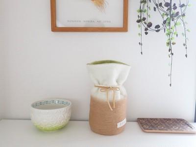 「ふわもこ骨壷カバー」オーダー例 表:ホワイト、ベージュ 裏:オリーブ