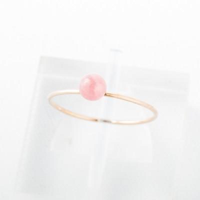 やさしいピンク色の石は、恋愛成就のお守りです