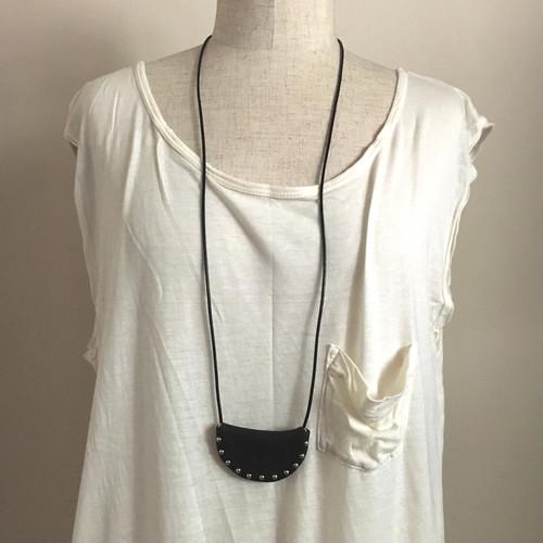 pouch-necklace  wide / black