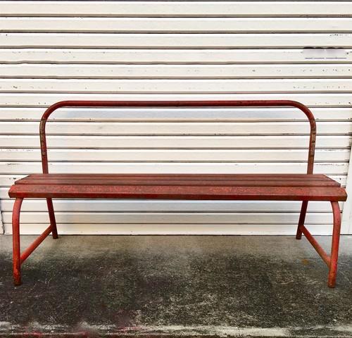 鉄のベンチ