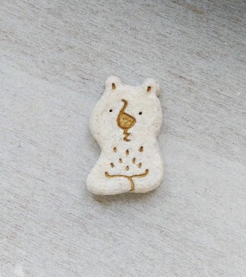 考えるクマ・ブローチ(thinking bear)