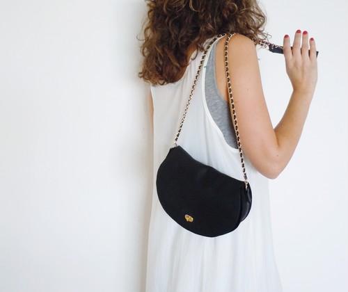 黒革のハンドバッグ