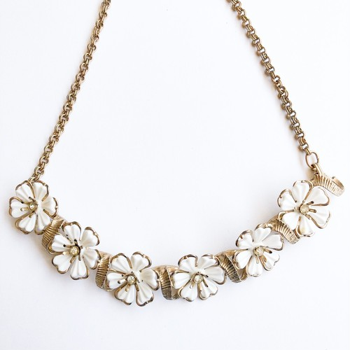 white flower necklace[n-252]